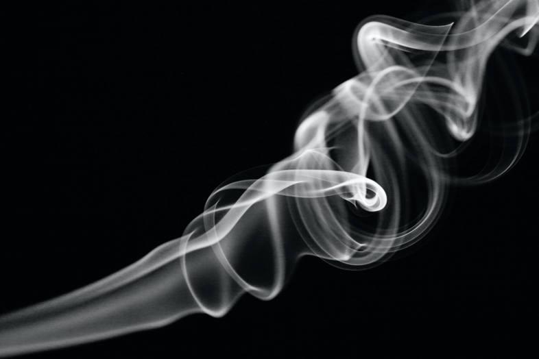une fumée dense
