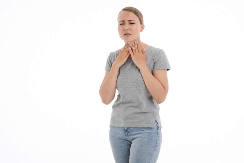 Ce qu'il faut savoir sur les maux de gorge, la cigarette électronique et la cigarette traditionnelle