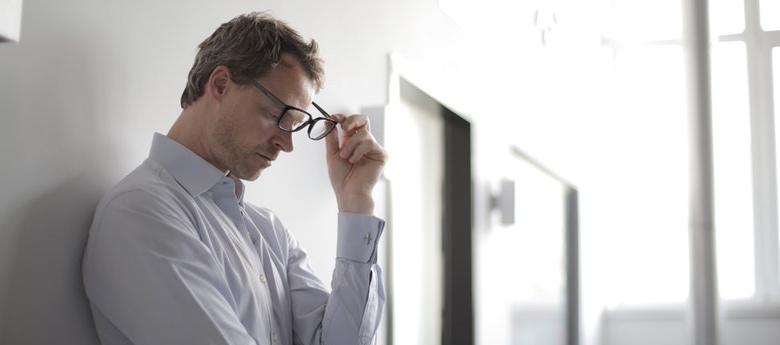 Homme présentant des symptômes de sevrage à la nicotine